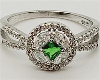1001 - Sterling silver emerald ring size 6 1/2