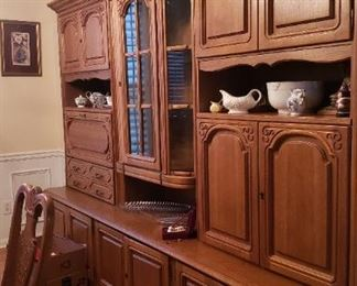 Wall unit, side view showing doors all across base