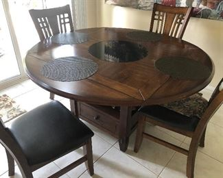 Kitchen table with four chairs that can be turned into a square table