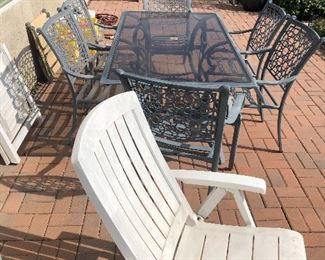 Beautiful Outside Patio set with 6 chairs