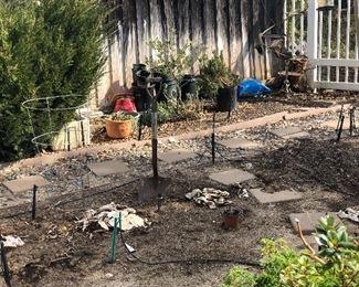 More Pots and Tomato/Vine Cage