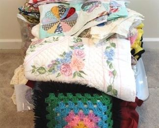 152 - Lot of Assorted Linens