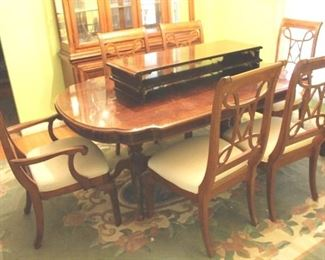 241 - Dining Room Table w/ 6 Chairs + 2 leaves