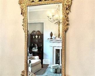 Gorgeous mirror with amazing details