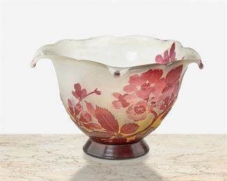"""164 A Gallé Cameo Glass """"Pommier Japonais"""" Bowl Late 19th/early 20th Century; Nancy, France Signed: Galle The acid-etched cameo glass """"Pommier Japonais"""" pentagonal bowl with five drop points and scalloped rim cut from red to pale yellow and white frost 4.5"""" H x 6.75"""" Dia. Estimate: $400 - $600"""