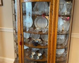 Beautiful, beautiful vintage china cabinet