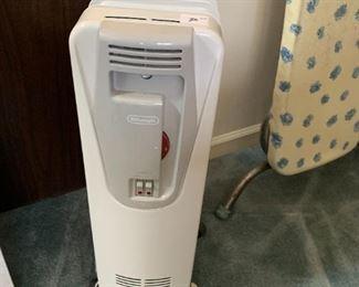 #142DeLonghi Rolling heater $50.00