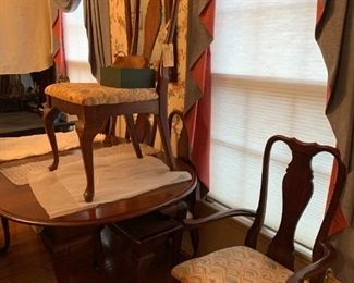 #3Consolidated Furniture Ind. Table w/2 leaves & 6 chairs  60-80x44x29$175