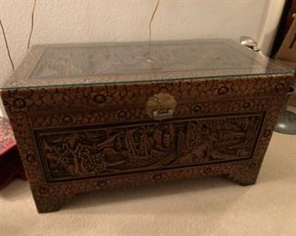 $750~ OBO~ VINTAGE CHINESE INTRICATELY HAND CARVED CAMPHOR WOODEN HOPE CHEST TRUNK WITH GLASS TOP