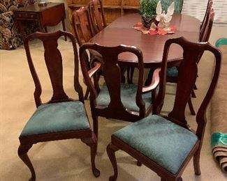 $1875~ WOW! WHAT A FIND! HENKEL HARRIS MAHOGANY QUEEN ANNE TABLE AND EIGHT CHAIRS
