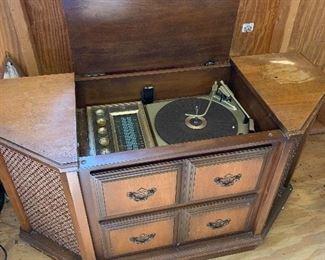 Truetone Console Stereo