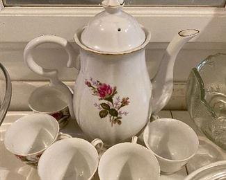 Moss Rose Teapot
