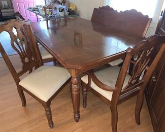 American Drew Dining Table with Leaf and 6 Chairs