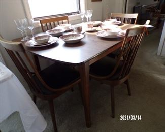 dining table w/4 chairs,