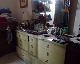 vintage dresser w/mirror, matching bed & night stand