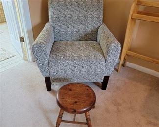 chair: 37 x 35 x 31 stool: 13 x 14
