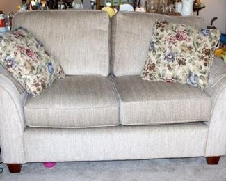 """Justice Furniture Upholstered Two Cushion Loveseat, 32"""" x 62.5"""" x 35"""", Made In USA, Includes Throw Pillows"""