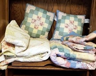 Quilts Qty 2, One With Pillow Shams And Pillows