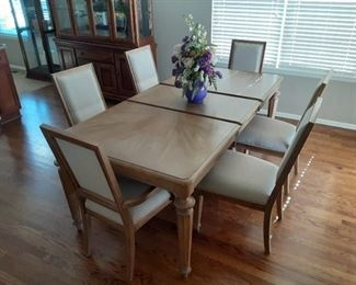 6 chairs, 1x expansion leaf and table