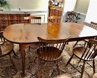 Vintage dining table/6 chairs