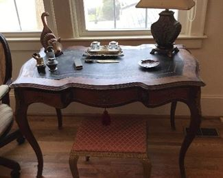 French Kingwood, leather top writing desk