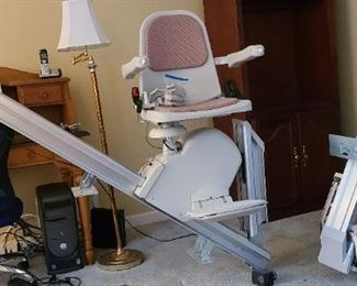 Acorn 7 Step Stair Lift Series 130   (2)