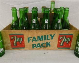 7UP CB FAMILY PACK CARRIER W/ BOTTLES