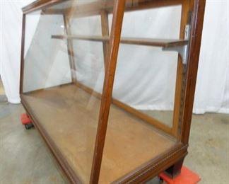 VIEW 2 61X40 SLANT FRONT CASE