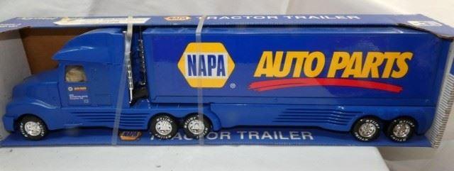 NAPA TRACTOR TRUCK W/ORG. BOX
