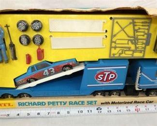 ERTL RICHARD PETTY RACE CAR SET