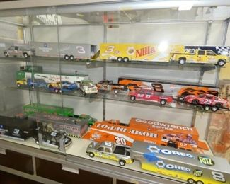COLLECTION RACING TEAM TRUCK/TRAILERS