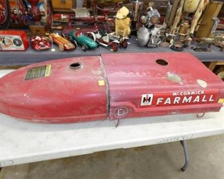 FARMALL B TRACTOR HOOD & GAS TANK