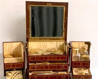 Rare Signed Linke Elaborate Toiletry Set with 25 pieces - Lot 113
