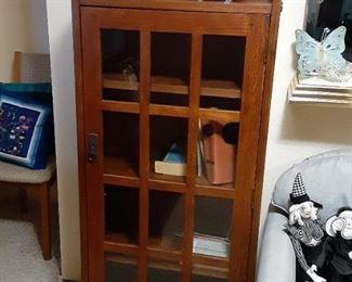 2008 Stickley 1 door bookcase $975