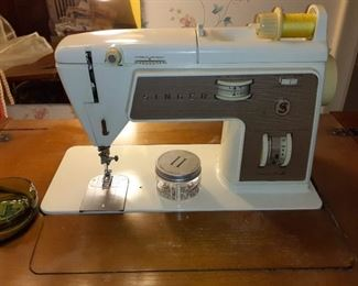 Singer touch & Sew sewing machine a $100