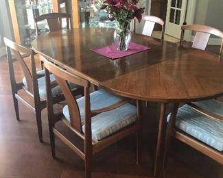 """MCM Solid Teak table 48"""" round but expand with 2 leaves this is truly a show stopper """"Timeless Beauty"""""""