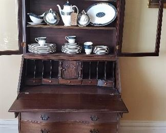 """Royal Doulton """"Carlyle"""" China for sale.  Secretary NOT FOR SALE"""