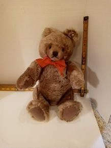 Steiff Brown bear with button and no tag