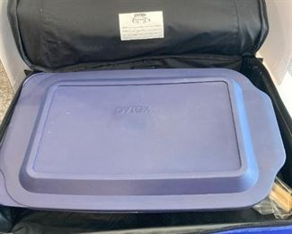 Baking pan with carrier