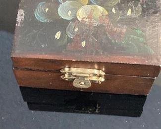 Small wood trinket box