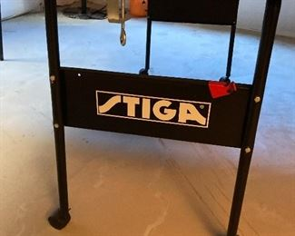 Tiga ping pong table with paddled and balls