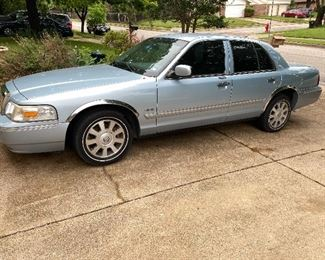Pre-selling 2009 Mercury Grand Marquis LS Email ahscolt22@yahoo.com 114,000 miles $4900 obo Loaded V8 one owner