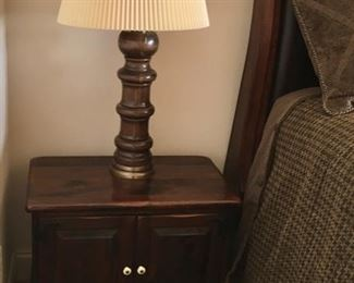 NIGHT STAND BY ETHAN ALLEN NIGHT STAND & TABLE LAMP