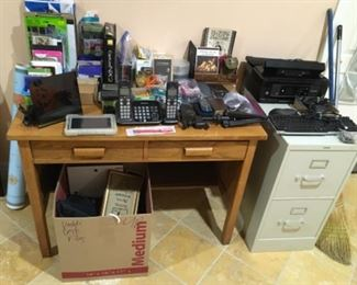 OAK WOOD 2 DRAWER DESK FULL OF OFFICE ITEMS AND ELECTRONICS