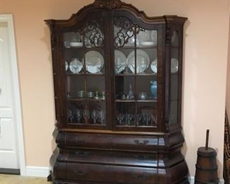 VERY BEAUTIFUL ANTIQUE CHINA CABINET