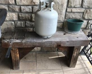 SOLID WOOD ANTIQUE BENCH, FULL PROPANE TANK