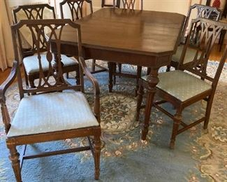 set of 6 chairs, table with hidden leaf 1920s-30s