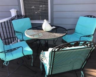 Patio table with 4 bouncers