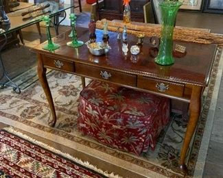 MAHOGANY FOYER OR LADIES DESK