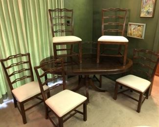 Thomasville Chippendale table with six chairs. Banded inlay, lovely original condition and upholstery.